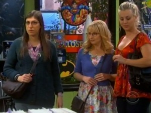 big-bang-theory-girls-in-comic-shop